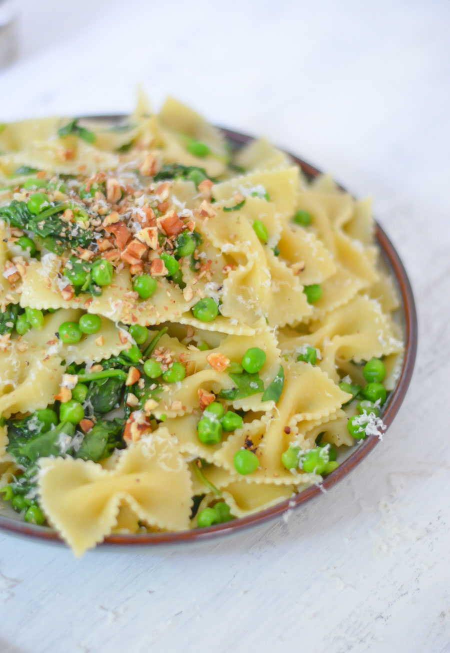 One Pot Peas + Pasta Dish - Easy Vegetarian Pasta Recipes