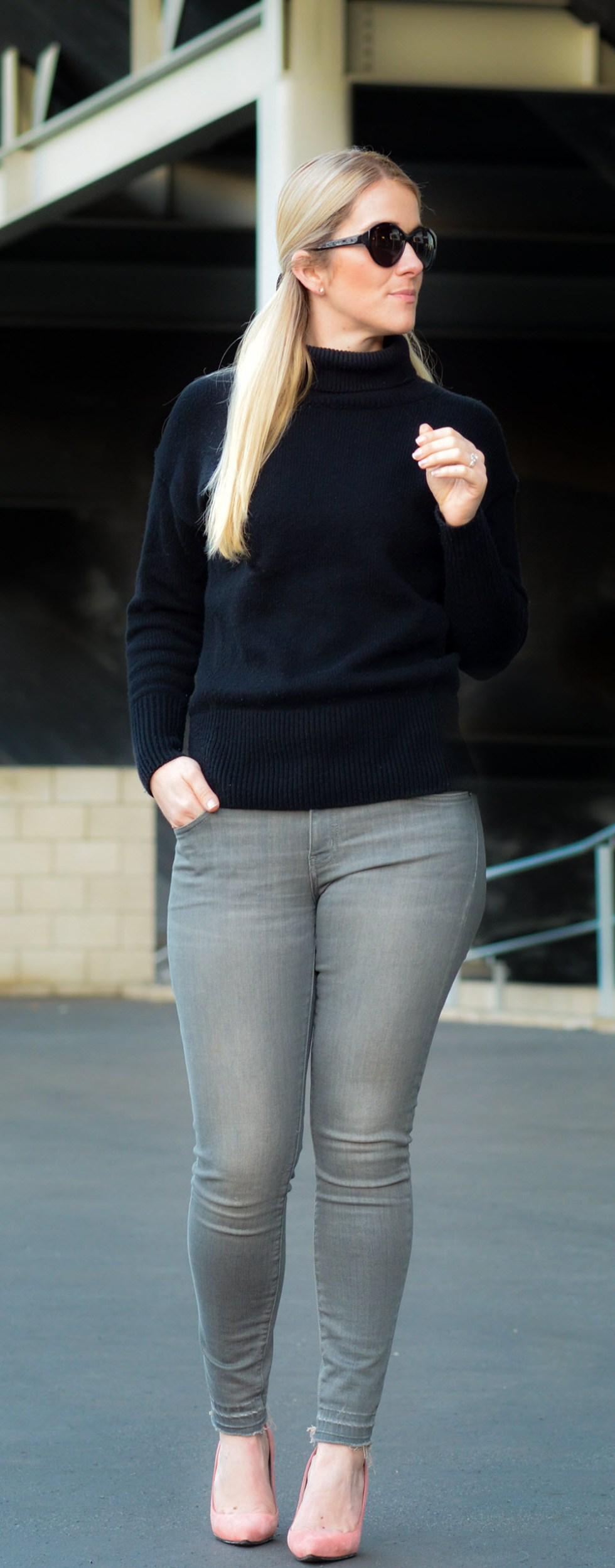 Black Turtleneck Outfit w. Grey Skinny Jeans and heels. A great casual Valentine's Day outfit.