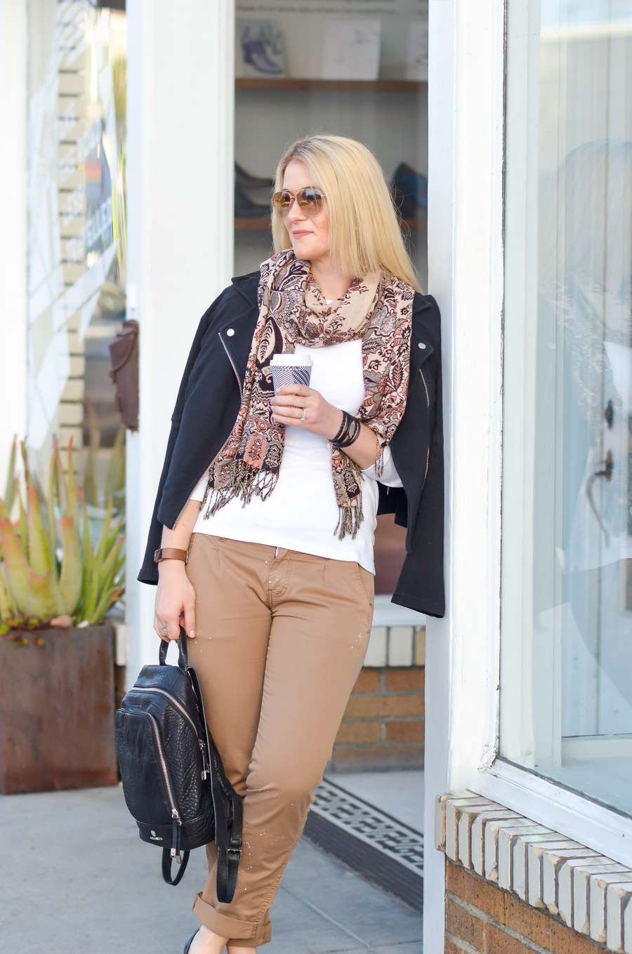 lovely khaki pants outfits for women 15