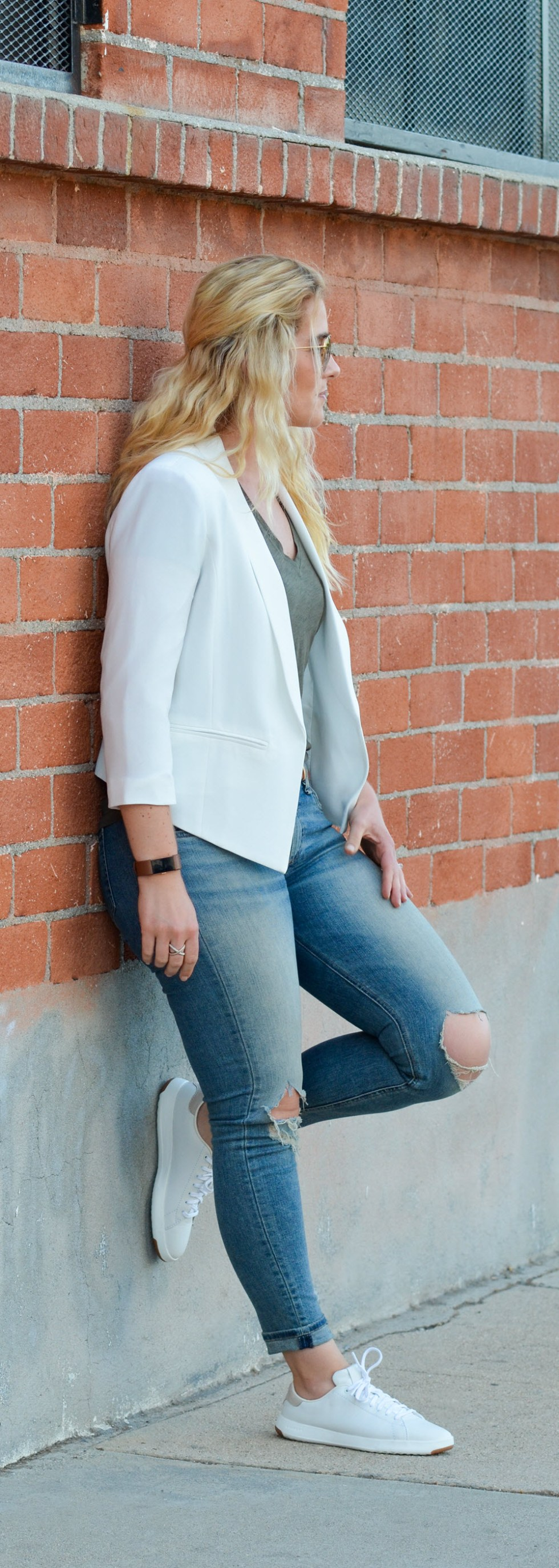 How to Wear Jeans with White Sneakers + Blazer Outfit. Sporty Chic OOTD.