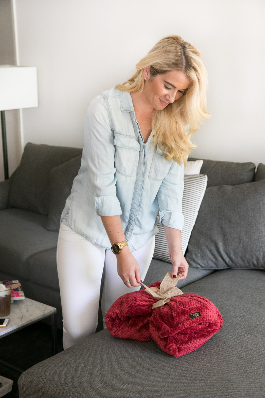 Cozy, Chic Blanket with Style. PediPocket Review - Blanket with Foot Pocket.