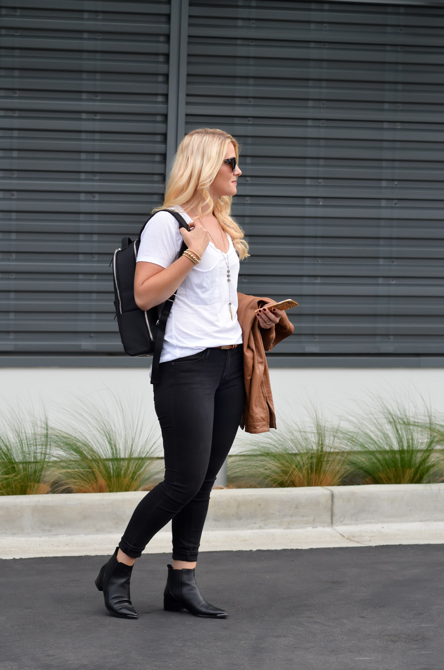 Backpack Outfits for Stylish Women - White T shirt + Black Jeans