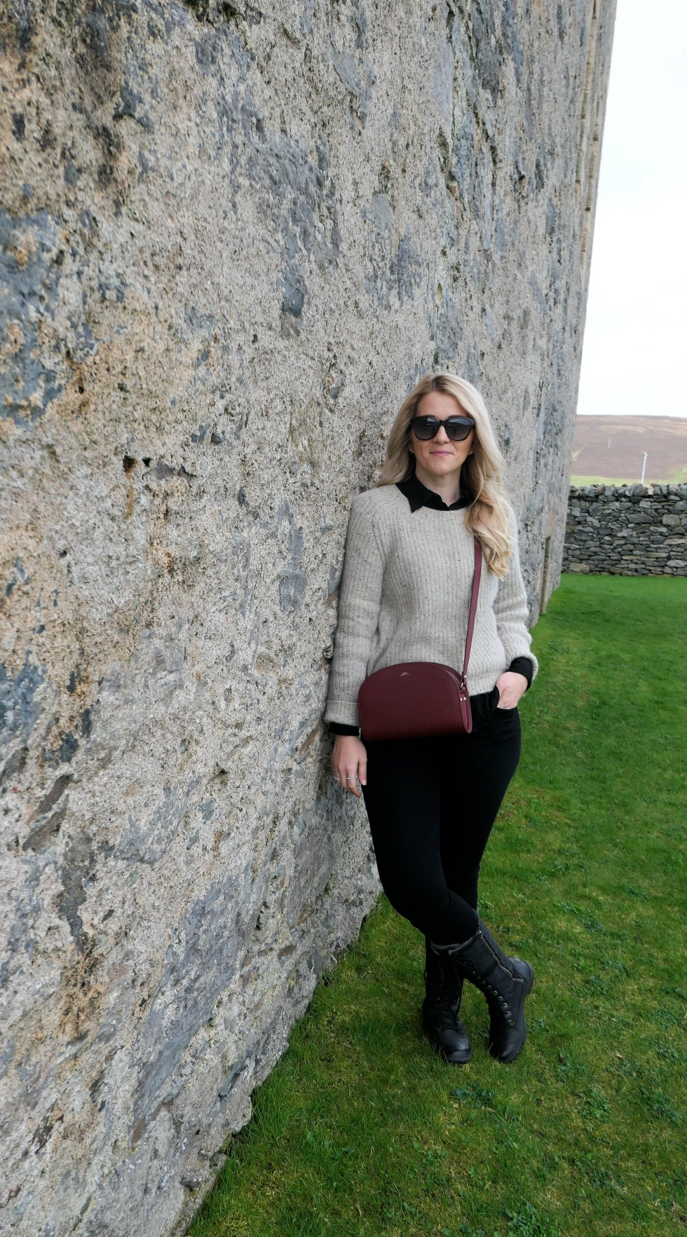 What to Wear in Scotland in Springtime. Edinburgh in April. What to wear to Shetland in April/May. #travel #travelblogger #springfashion #springstyle #ootd #scotland #whattowear