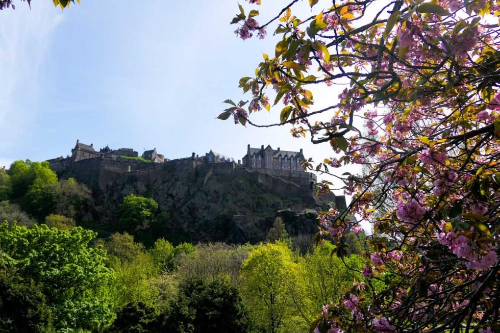 Scotland Palaces + Castles to Visit - Edinburgh Castle