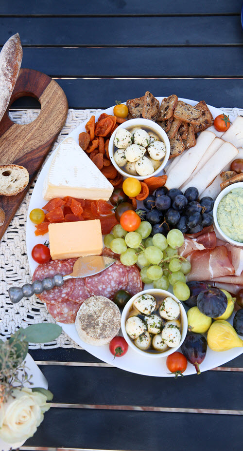 How to Setup a Meat & Cheese Platter. Charcuterie. al fresco Dinner Party Menu, Setup Tips. Easy, Late Summer Dinner Party Menu, Setup Tips w Make-Ahead Recipes #dinnerparty #dinner #makeahead #makeaheadrecipes #recipes #healthy #summer #entertainig #hostess #lmrecipes