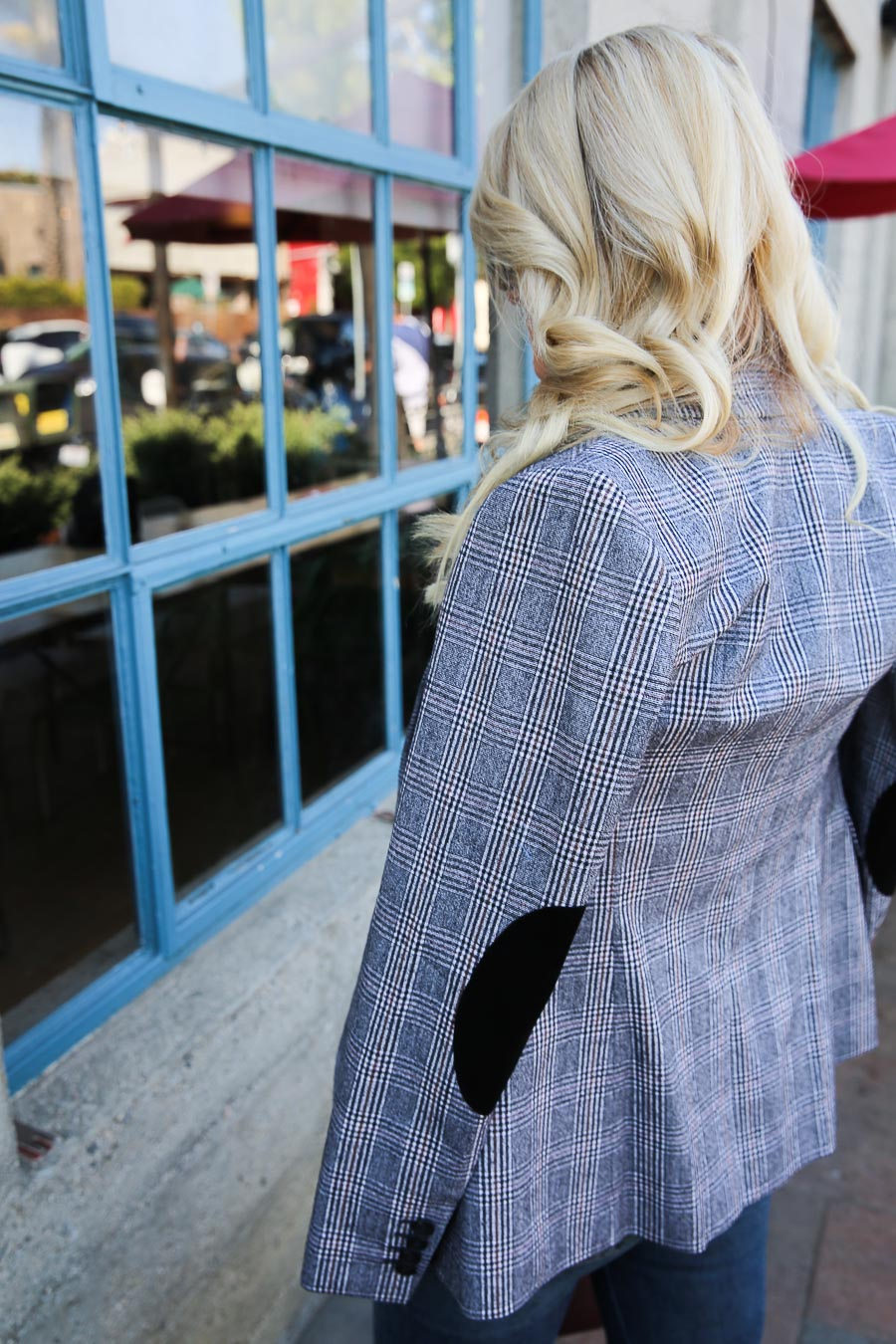 Casual Plaid Blazer Outfit with Jeans