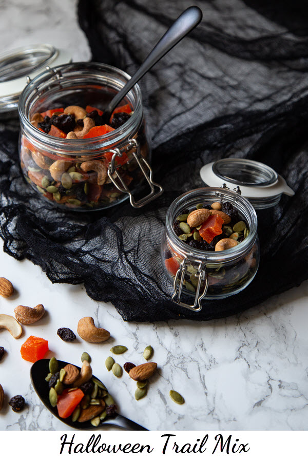 Halloween Trail Mix - Healthy Halloween Snack Recipe. A great black and orange appetizer, snack, or dessert for Halloween. Made with dried papaya and raisins, it's a fun and healthy Halloween recipe you'll want year round. #halloween #halloweenrecipes #trailmix #lmrecipes #healthy #healthyrecipes #snacks #makeahead #vegan #plantbased