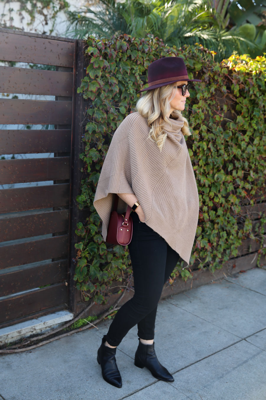 Poncho Sweater Outfit w. Jeans