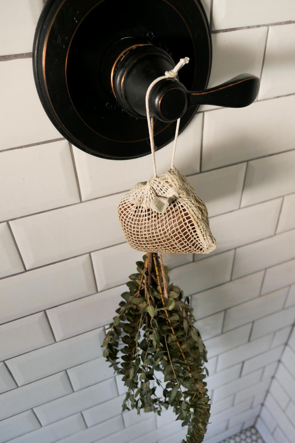 Beauty Body Tools - Sisal Soap Bag Hanging From Shower Knob with Eucalyptus Shower Bundle
