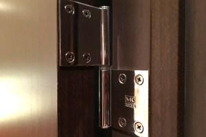 ドアの蝶番