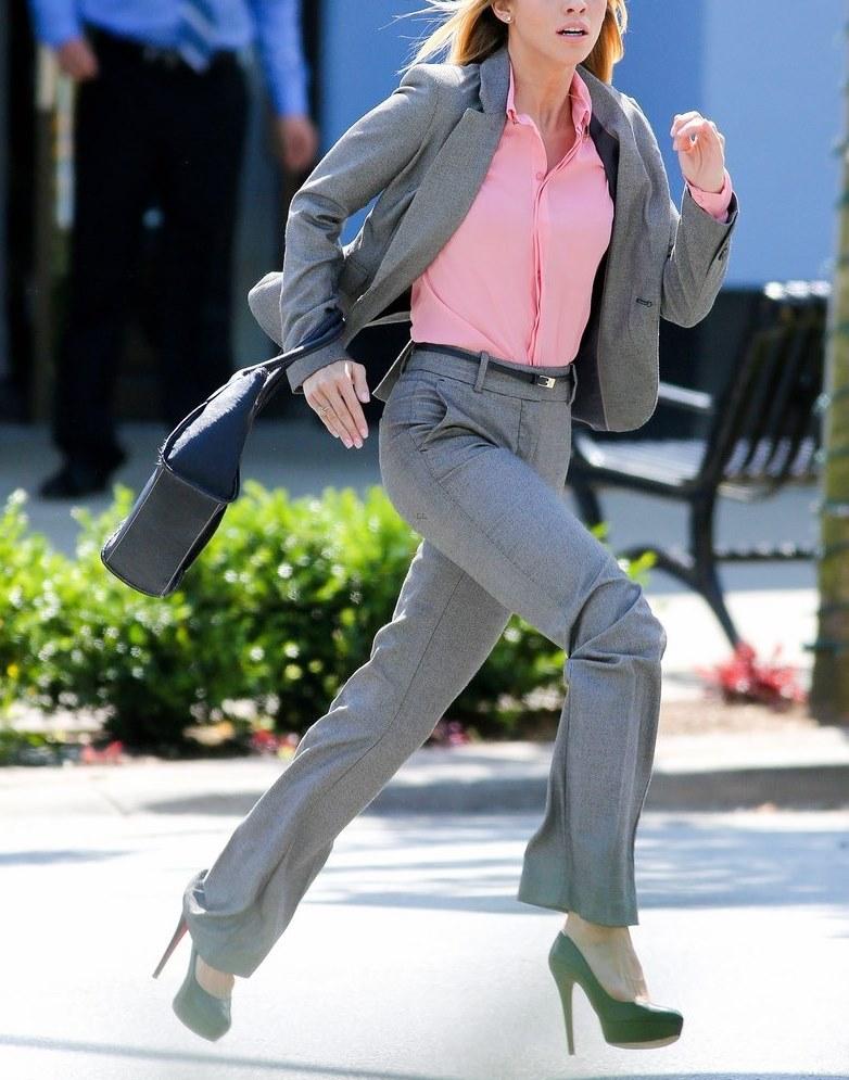 woman-running-high-heels-02