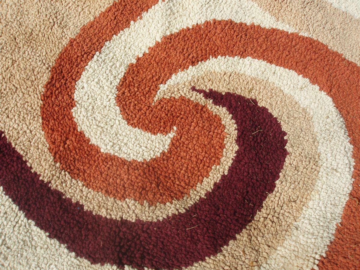 https www luckyfind fr annonces 060704 beau tapis rond des annees 70 en laine