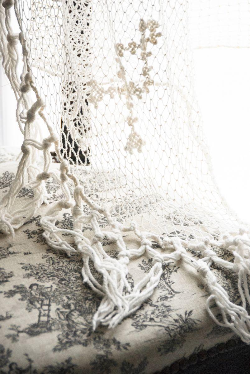 grand rideau ancien au crochet en coton blanc casse