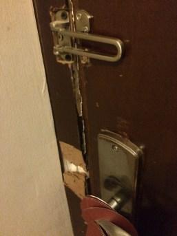 باب الغرفة... رعب