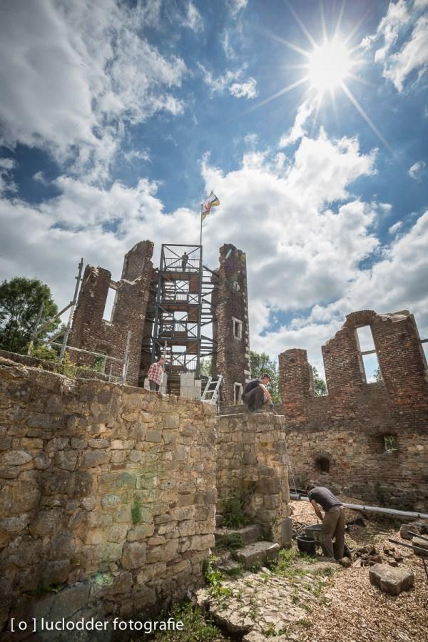 Slotruine schaesberg werd onder handen genomen. De constructie van de uitkijktoren is nu al een tijdje af.