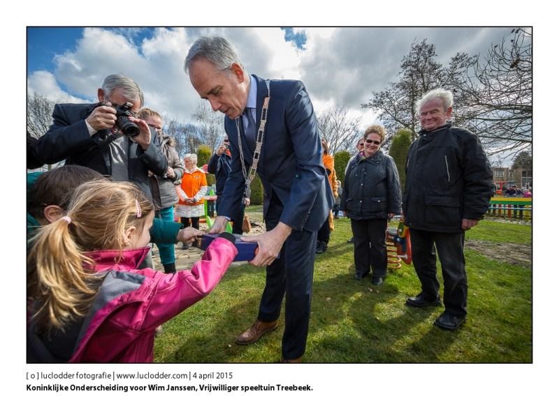 Koninklijke Onderscheiding voor Wim Janssen, Vrijwilliger speeltuin Treebeek. Uitgereikt door Luc Winants.