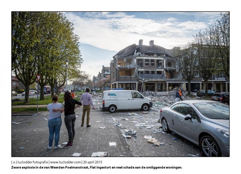 Zware explosie in de van Weerden Poelmanstraat, Flat ingestort en veel schade aan de omliggende woningen.