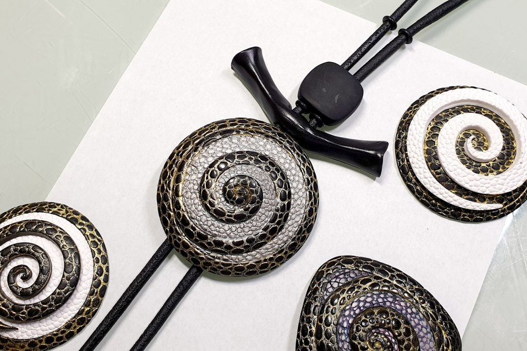 How to make: Focal Bead 4 styles - Textured Yin-Yang Swirl for Unusual Pendant 8