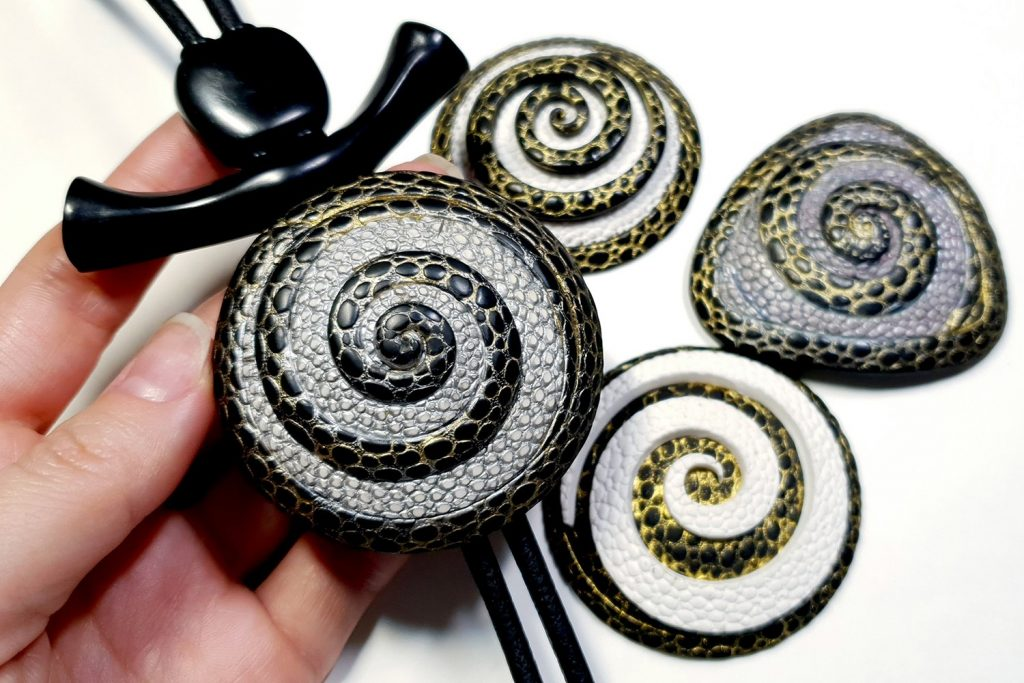 How to make: Focal Bead 4 styles - Textured Yin-Yang Swirl for Unusual Pendant 6