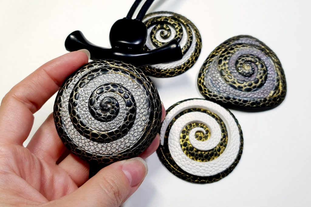 How to make: Focal Bead 4 styles - Textured Yin-Yang Swirl for Unusual Pendant 7