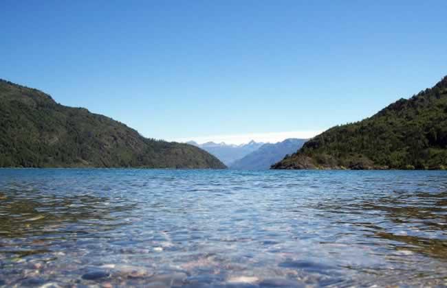 Foto lago-puelo - www.lugaresparavisitar.com.ar