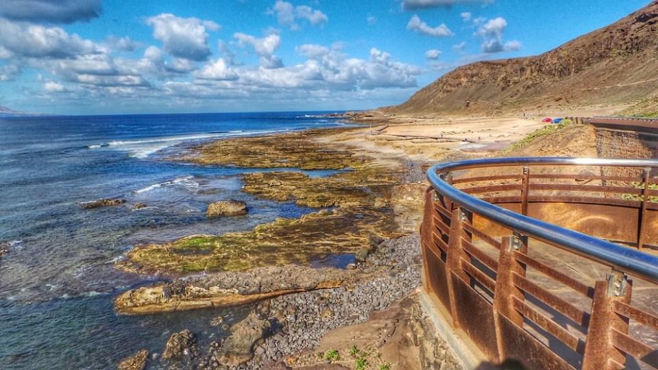 Confital, una de las mejores playas para hacer surf en España