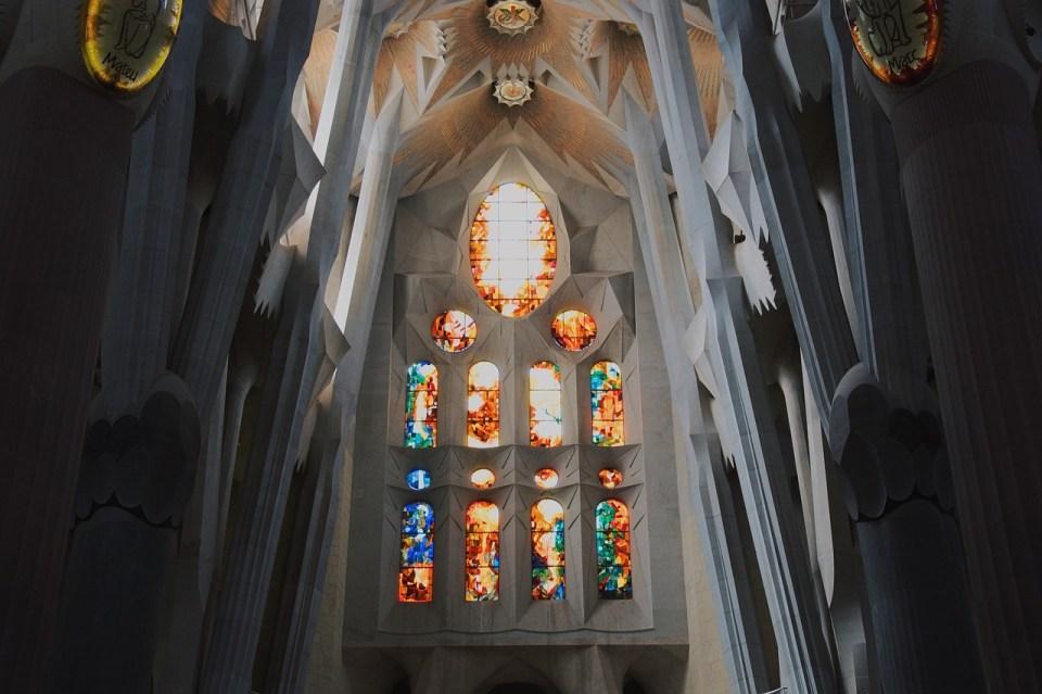 Basílica de la Sagrada Familia en el interior