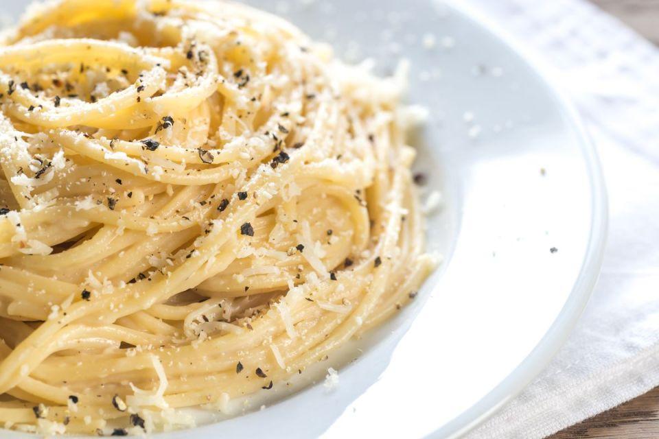 cacio e pepe, otra de las recetas de pasta italiana auténticas