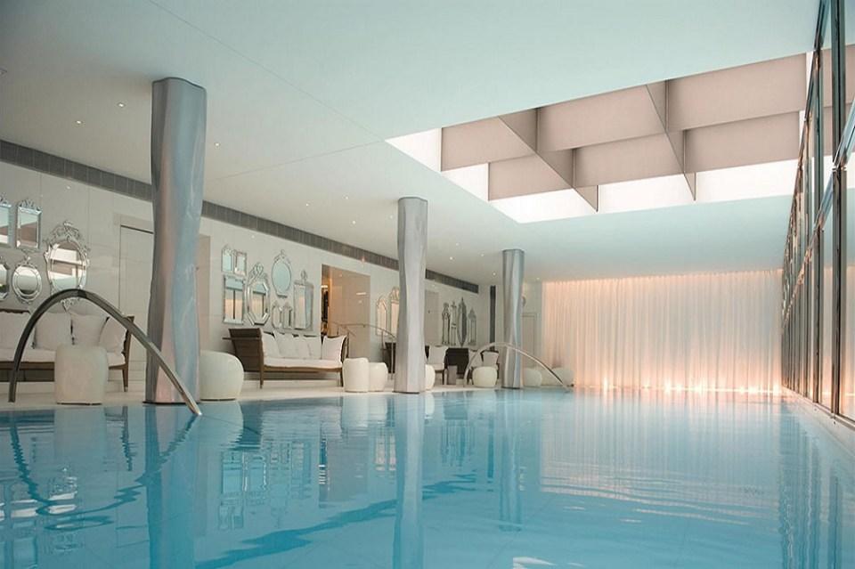 Los hoteles más lujosos de París cuentan con spa, piscina y restaurantes con Estrellas Michelin