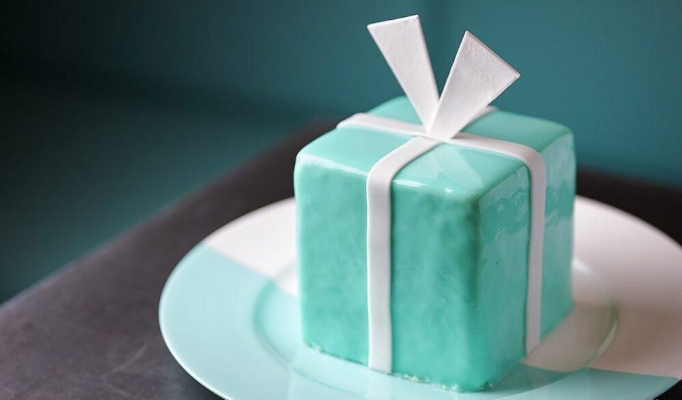 """No dudes en pedirte la tarta más emblemática durante la reapertura de """"The Blue Box Cafe"""""""