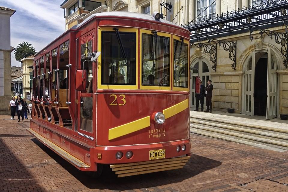 Puedes coger el tranvía para conocer la ciudad