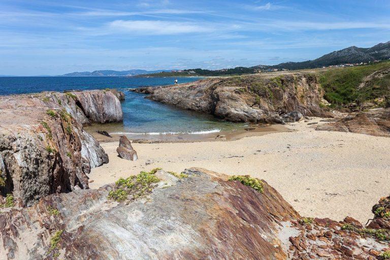 La playa de As Furnas, en Galicia es uno de los lugares increíbles del mundo