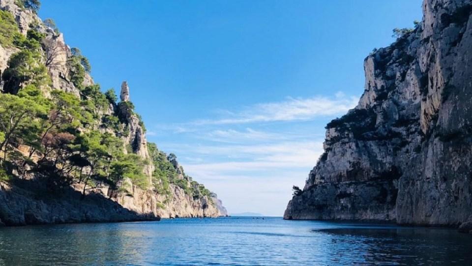 Las calanques son de los lugares imperdibles que ver en Marsella