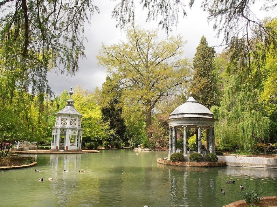 Aranjuez es uno de los pueblos cerca de Madrid al que puedes llegar en transporte público