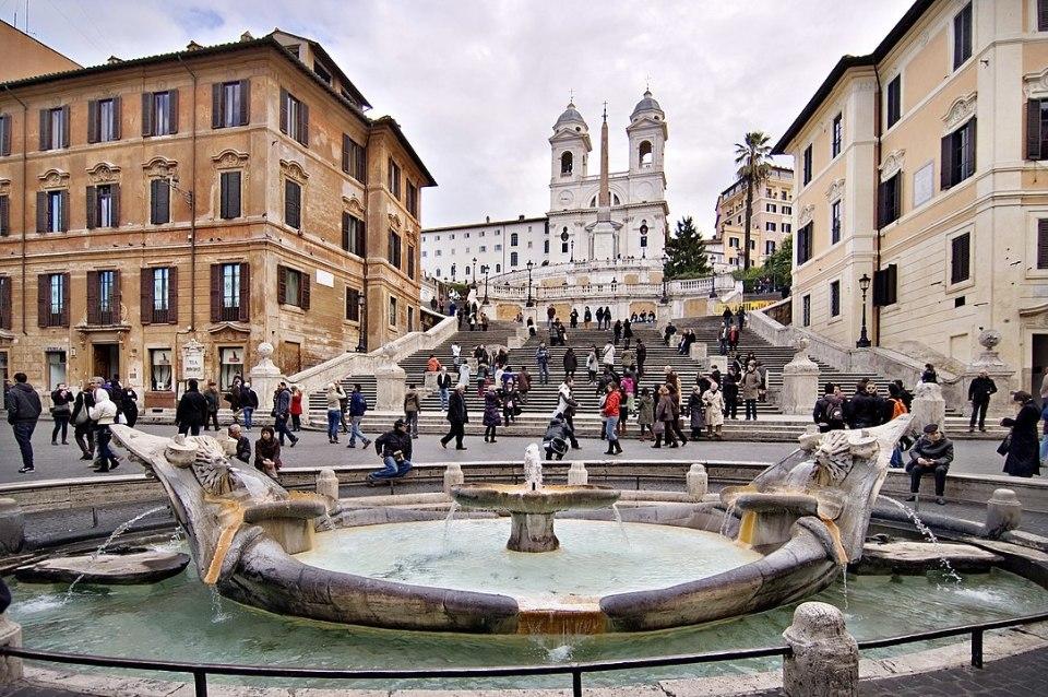 La Plaza España en Roma, se llama así porque la embajada española se encuentra aquí desde el siglo XVII