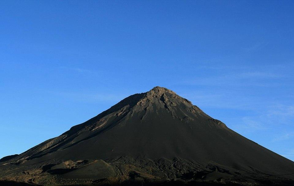 En tu viaje a Cabo Verde no olvides acercarte al volcán Pico de Fuego