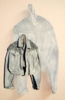 arch.n. 884 giubb jeans giubbotto resinato + riproduzione fotografica su tela applicata a tavola cm 147 x 96 – anno 2009