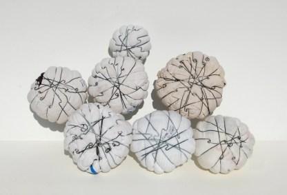 arch.n. 1066 joy-mondi 7, 7 vestiti compattati con ferro zincato + bagno in resina+ viti e acciaio, cm 38x40x10, anno 2011/2013