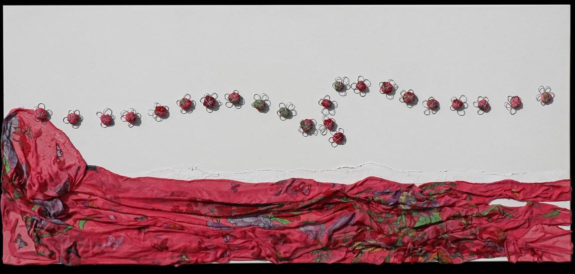 Arch. n. 1.695 Il volo dei buoni frutti tessuto, resina, filo di ferro zincato su tavola smaltata, cm 50x110 – 2019