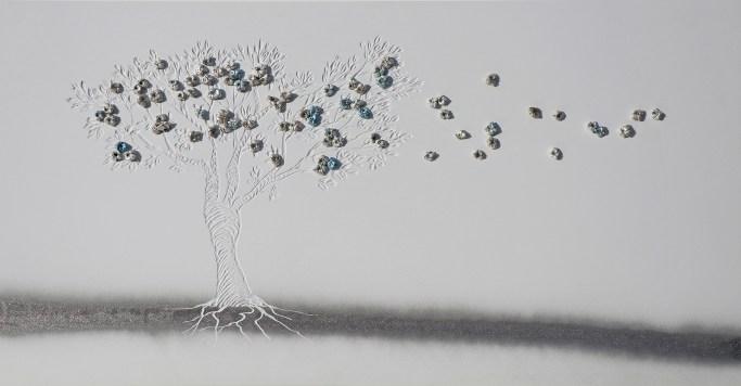 """""""Dalla plastica alla luna"""", archivio n. 1915, cm 50x93 concept: scopriamo che c'è l'acqua sulla luna e non riusciamo a liberare gli oceani dalla plastica. Opera interamente realizzata con plastiche da riciclo, anche i """"frutti"""" sono creati con sacchetti non degradabili. Un paesaggio lunare accoglie gli alberi del futuro."""