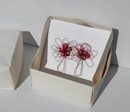 i BUONI-FRUTTI- archivio n. 1950/1- cm 18x18- 2021. Plexiglass bianco lucido + stoffa resinata e filo acciaio. Scatola in carta, creata con la tecnica dell'origami.