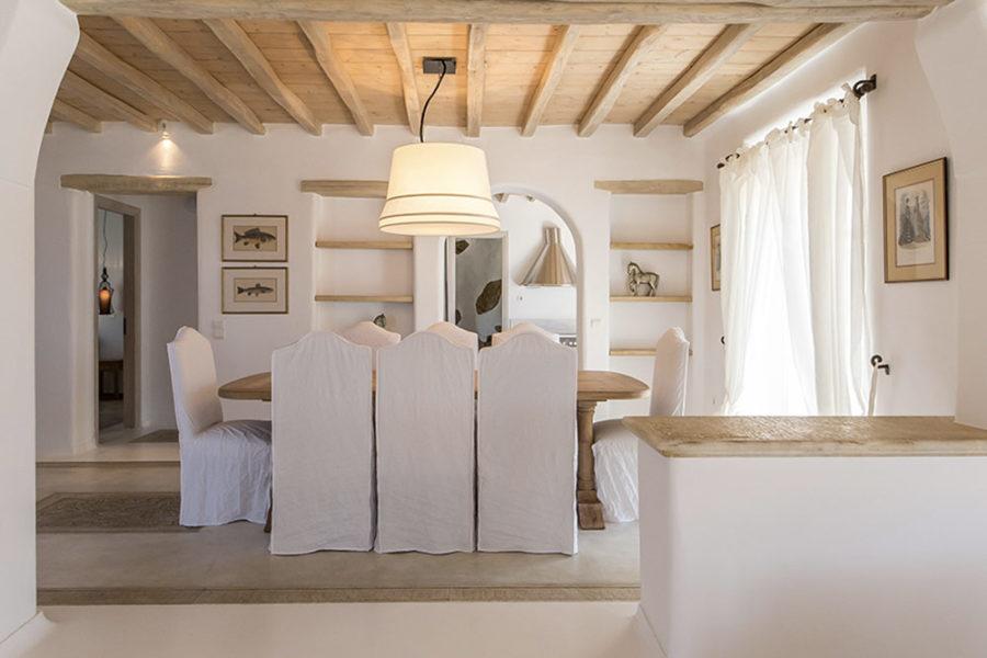 Kymothoe-livingroom-dinner-table
