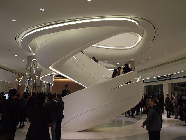 Escalera escultórica, diseño paramétrico realizado por Zaha Hadid