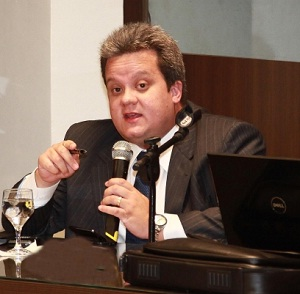 O Conselheiro Federal da atual direção da OAB maranhense, o advogado 'navalhado' Ulisses César Martins Sousa; cargo e guarida garantidos na administração Mário Macieira.