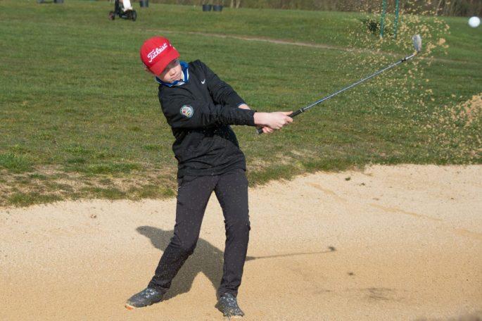 Junger Golfer