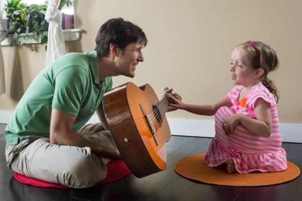 A musicoterapia tem produzido efeitos terapêuticos extraordinários em crianças autistas.