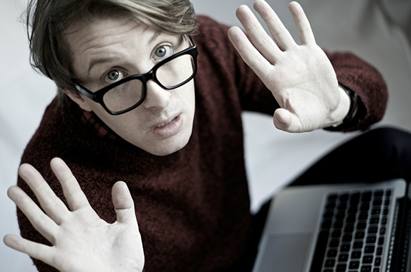 O comediante britânico James Veitch
