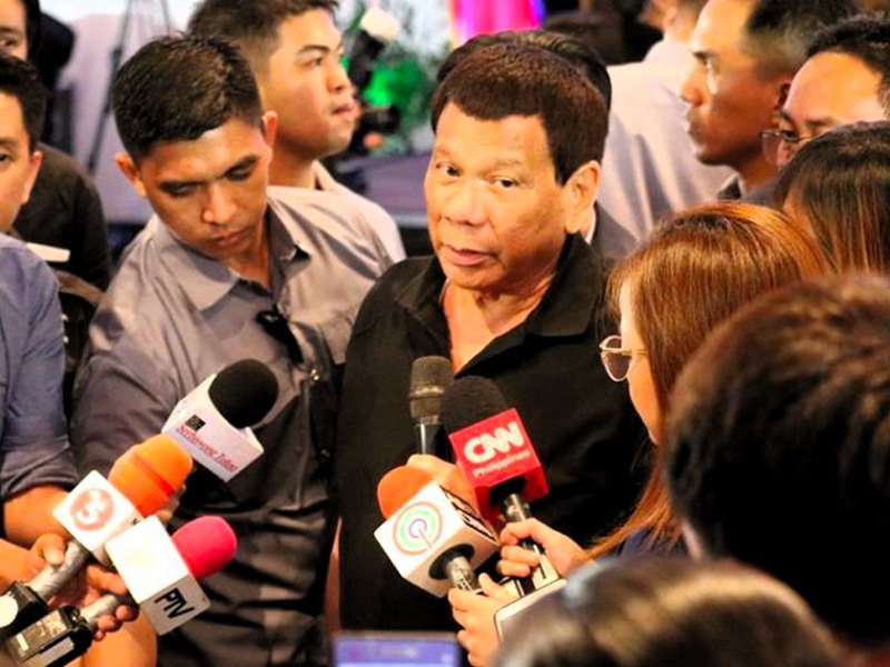 Duterte with reporters