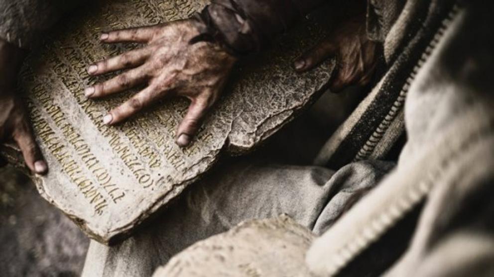 a-biblia-moises1-600x337