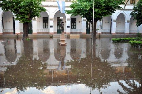 El área central del Colegio Marista, bajo el agua